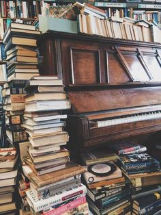 Jeremy has never played the piano sitting down; there was never a place for the piano bench. I Love Books, Books To Read, My Books, Yanko Design, Book Aesthetic, Jolie Photo, Book Nooks, Library Books, Book Photography