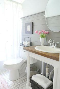 Gorgeous 143 Amazing Modern Farmhouse Bathroom Decorating Ideas http://homiku.com/index.php/2018/03/05/143-amazing-modern-farmhouse-bathroom-decorating-ideas/ #decoratingbathroomsmodern