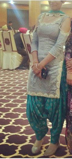 Patiala Suit Designs, Patiala Salwar Suits, Salwar Designs, Blouse Designs, Churidar, Indian Suits, Indian Dresses, Indian Wear, Punjabi Dress