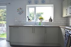 greenwich shaker Howdens Southern Kitchens, Long Awaited, Ikea, Kitchen Cabinets, Garden, House, Home Decor, Garten, Decoration Home