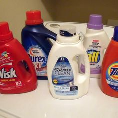 Detergent and Bleach Bottles Cluttering Your House? Upcycle Them! Get Creative with 11 Ways to Reuse Laundry Detergent BottlesGet Creative with 11 Ways to Reuse Laundry Detergent Bottles Detergent Bottle Crafts, Water Bottle Crafts, Laundry Soap Container, Bleach Bottle, Best Laundry Detergent, Reuse Containers, Recycled Bottles, Plastic Bottles, Recycled Crafts