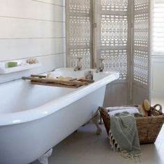 love the paravente! --> Bathroom