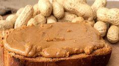 Ореховая паста — деликатес на любителя: вязкая по консистенции масса с насыщенным арахисовым ароматом и сладко-соленым вкусом