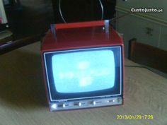 TV Vintage Sanyo Portátil Retro - Funcional em Lisboa