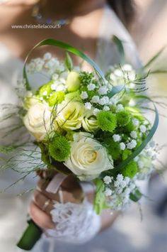 Bouquet de la mariée - Bouquet vert et blanc - Fleurs naturelles - Mariage champêtre vert - Christelle Lacour Photographie - Photographe Mariage Albi
