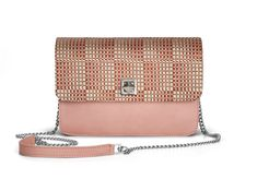 De Marquet - Night&Day: The Night&Day is a very versatile handbag with interchangeable covers that adapts to your style. This model features a light pink base and a red raffia cover. Find your combination at www. Day Bag, Day For Night, Finding Yourself, Your Style, Base, Cover, Red, Pink, Blankets