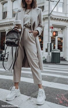 Looking for the latest street style outfits? Here are 25 street style outfits that looks stylish and fashionable in every way! Nyc Fashion, Winter Fashion Outfits, Look Fashion, Fall Outfits, Autumn Fashion, Fashion Ideas, Womens Fashion, Fashion Shoes, Fashion Dresses