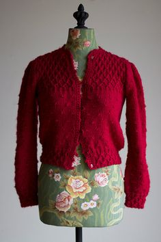 CRANBERRY BLISS cardigan / Vintage 1950s handknit by GoldBanana