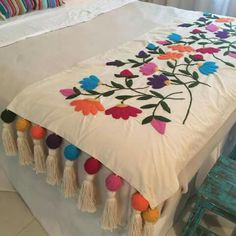 Table Bed runner embroidered P Mexican Embroidery, Crewel Embroidery, Hand Embroidery Designs, Embroidery Patterns, Ribbon Embroidery, Bed Runner, Vintage Decor, Needlework, Diy And Crafts