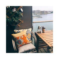 #balcony #balconylife #balconyliving #brostecph #ikea #kelimkiosken #kelimpude #sostrenegrene #hmhome #clematis #balconywithaview #myview#mycopenhagen #nordicliving #indretning #altan #altanliv