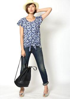 【H883756】 ぼかしフラワープルオーバー【H883756】 裾のリボンがポイント。ハッキリとした柄ではないので、普段から柄物を着ない方も挑戦しやすいアイテムです。