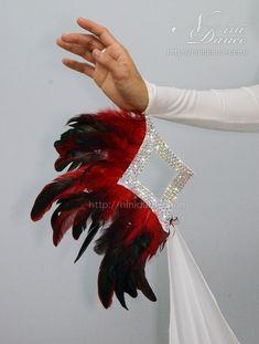 D393赤羽と菱形飾りがユニークなデザインの白モダンドレス : 社交ダンスウェアNiniDance