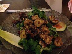 Feldsalat mit Croutons und frittierten Shitake-Pilzen