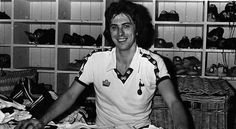 Colin Lee signs for Spurs in 1977.