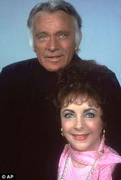 Elizabeth Taylor and Richard Burton the most famous Hollywood couple. Hollywood Icons, Classical Hollywood Cinema, Hollywood Stars, Classic Hollywood, Old Hollywood, Hollywood Couples, Kevin Spacey, Katie Couric, Famous Couples