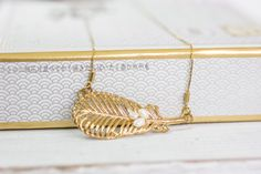 Gift For Women, Gold Pearls Necklace, Pearl #weddings #jewelry @EtsyMktgTool #bohemiannecklace #feathernecklace #bridalnecklace