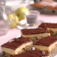 Makovo-jablkové rezy: Ich puding vám bude nenormálne chutiť Bude, Tiramisu, Cheesecake, Ethnic Recipes, Desserts, Food, Tailgate Desserts, Deserts, Cheesecakes