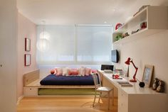 Quem mora em um espaço pequeno sente muita necessidade de manter o ambiente bonito e funcional. Para falar de iluminação, é preciso pensar em decoração