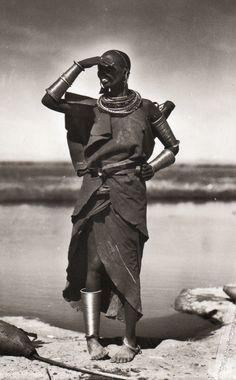 """""""Zagourski : l'Afrique disparue, dans la collection de Pierre Loos"""", Editions Skira/Seuil, 2001. Photographies de Kazimir Ostoja Zagourski (1880-1941)."""