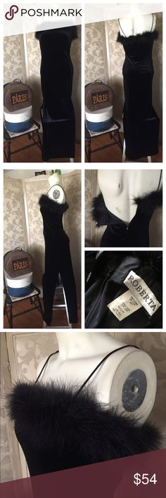 """Vintage BLACK STRETCH VELVET Dress w BOA Feathers Prom ... formal ... fun! An awesome Vintage 80's formal BLACK VELVET dress by ROBERTA that has spaghetti straps, is trimmed in black boa / ostrich feathers at the bust, and has sexy side slits. Zips in back. Size Vintage Medium. Polyester/spandex.  Measured relaxed flat (remember has stretch) under arms across bust: 15""""; Waist: 14""""; Hips: 16-1/2"""" m; approx. 57-1/2"""" from top of spaghetti strap on shoulder (measured from top of neckline to…"""