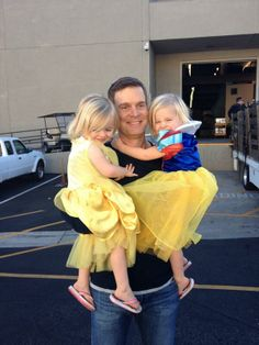 Peter Krause with Ella and Mia Allan!   #Parenthood