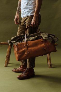 Mens Weekend Bag, Weekend Bags, Leather Bags Handmade, Leather Craft, Leather Duffle Bag, Messenger Bag Men, Fashion Bags, Fashion Suits, Men's Fashion