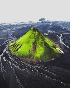 Glacial Desert ⛰ Photo by Glacial meltwater running around Iceland's greenest mountain in the middle of a black sand desert. Amazing Places On Earth, Wonderful Places, Beautiful Places, Landscape Photography, Nature Photography, Travel Photography, Portrait Photography, Green Mountain, Elba