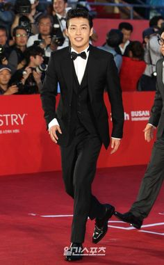 Kang Ha Neul - Red Carpet at the Busan International Film Festival on October which took place in Busan Cinema Center in Woo-dong, Haewoondae-gu in Busan. Asian Actors, Korean Actors, Park Sung Woong, Kang Haneul, Jung Woo Sung, Korean Military, Outdoor Stage, Moon Lovers, Korean Star