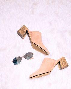 These shoes tho 🥰 Cute Slides, Heeled Mules, Shoe, Denim, Heels, Fashion, Moda, Zapatos, Shoemaking