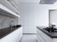 minimalistisch gestaltete kche in wei mit kchenwand in beton optik - Kchenwand Fliesen Wei Anthrazit