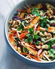 Asiatisk sallad med halloumi & sesamdressing | foodforfools Clean Recipes, Veggie Recipes, Whole Food Recipes, Vegetarian Recipes, Healthy Recipes, Clean Eating, Healthy Eating, Perfect Food, Vegan Dinners