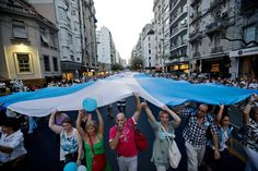 Argentines protest in anti-government march (Photo: Victor R. Caivano / AP)