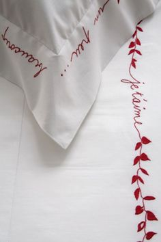 Vis-A-Vis - Collection 'Amour ...Toujours' Embroidery Works, Vintage Embroidery, Diy Embroidery, Embroidery Stitches, Machine Embroidery, Embroidery Designs, Bed Cover Design, Bed Design, Bed Cover Sets