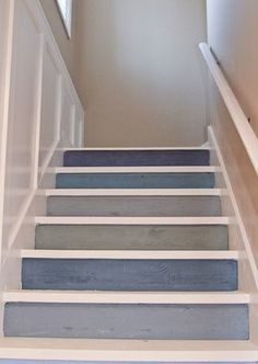 Couleur bleue pour l'escalier marine