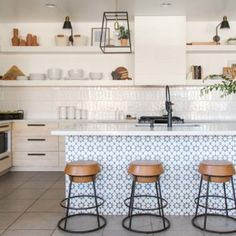 A Designer's Beautiful and Adaptive Home in the Southwest – Design*Sponge Estilo Shaker, Concept Ouvert, White Kitchen Backsplash, Backsplash Ideas, Backsplash Design, Kitchen Island, Kitchen Wallpaper, Open Concept Kitchen, Blue And Copper
