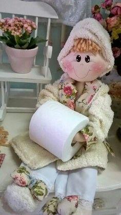 Boneca porta papel higiênico: