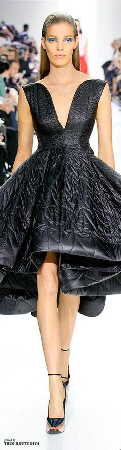 Christian Dior | #highfashion #inspiration #moderndesign luxury design, luxury, fashion. Visit www.memoir.pt