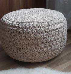 Uháčkujte si neobyčejný puff s překrásným hvězdičkovým vzorkem. Diy Crafts Crochet, Easy Diy Crafts, Diy Crafts Videos, Crochet Squares, Crochet Stitches, Crochet Patterns, Crochet Pouf, Crochet Cushions, Black Crochet Dress