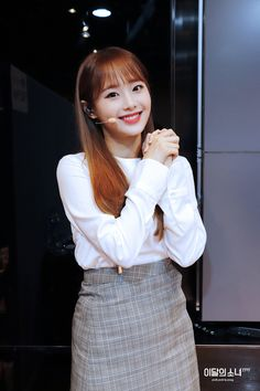 South Korean Girls, Korean Girl Groups, She Belongs To Me, Chuu Loona, Lace Skirt, Sequin Skirt, Girls Makeup, Kpop Fashion, Her Smile