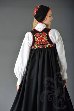 Traditional Fashion, Traditional Dresses, Medieval Dress, Norway, Scandinavian, Sewing, Beauty, Hipster Stuff, Medieval Gown