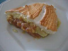 Torta de banana com suspiro! Essa foi a melhor receita que eu ja fiz. Perfeito para aqueles que nao gostam de sobremesas muito doces.