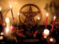 yule altar by ~kinkyalechan on deviantART
