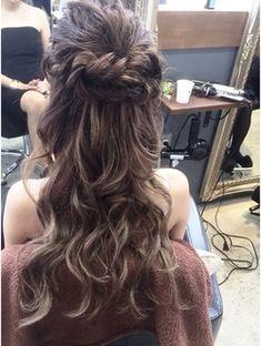 Rumor>>>ねじりハーフアップ「担当:ANNA」 Bride Hairstyles, Pretty Hairstyles, Style Hairstyle, Hair Arrange, Hair Setting, Hair Dos, Gorgeous Hair, Hair Designs, Hair Pieces