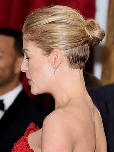 Oscars 2015 Hair, Oscars Red Carpet Beauty : People.com   ROSAMUND PIKE The Gone Girl star pulled back her tresses to create a chic tiny bun with a whole lot of volume at the crown. She even gave us a glimpse at her undercut.