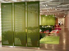 Repartições móveis de ambientes feitas em feltro. Pode ser usada em laboratórios de inovação e coworkings para separar áreas com propósitos diferentes. Escritório responsável: FilzFelt Ano/Local: Boston, EUA