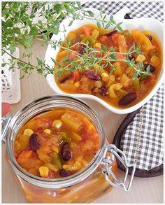 sos meksykański - przepis do słoików i na teraz Calzone, Chana Masala, Curry, Spices, Cooking, Ethnic Recipes, Drinks, Food, Cucina