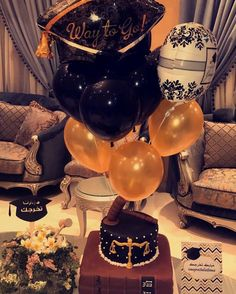 Graduate party 💃🏻💛🎓⚖️🎈 #cake #graduate #law #party #balloons