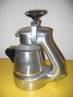 Espresso Coffee Machine, Espresso Maker, Coffee Maker, Coffee Works, Great Coffee, Coffee Brewer, Coffee Shop, Cafe Express, Italian Espresso