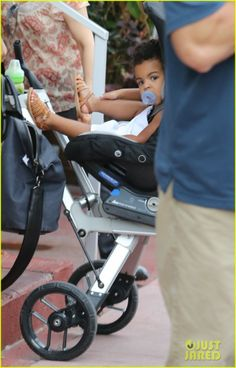 Beyonce New Haircut | beyonce-flaunts-new-haircut-at-lunch-with-jay-z-blue-ivy-04