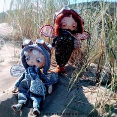 Niko and Niko, one of a kind little steampunk sand doodle dune bugs Dee Day, Pixie Ears, Leather Braces, Bug Art, Little Doodles, Jute Bags, Dune, Sea Shells, Art Dolls